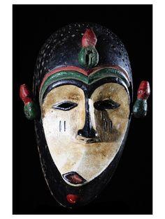 """Masque de maladie - Ibo / Igbo - Nigeria  Agrandir   Ajouter à ma liste d'envies  Faire une demande info ou prix concernant cet objet Masque De Maladie - Ibo / Igbo - Nigeria  En savoir plus sur maladie sur www.bruno-mignot.com - Parmi tous les masques rituels Africains, les plus étranges à nos yeux restent les masques dits """"de maladie"""". Ils sont destinés à combattre les fléaux collectifs ou les maladies individuelles. Généralement grimaçants, les traits sont exagérément ..."""