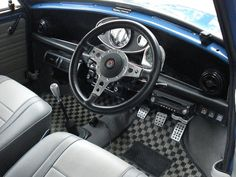 Note radio placement and aircon unit. Classic Mini, Classic Cars, Mini Cooper S, Minis, Madness, Motorcycles, Wheels, Mini Stuff, Car Interiors