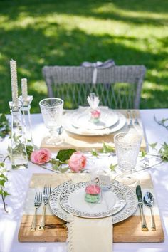 Rustic elements, simple favors and whimsical flowers add a casual elegance and personal flair to a wedding table. Find more inspiration!