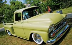58 or 59 chevy 1958 Chevy Truck, Chevy Pickup Trucks, Classic Chevy Trucks, Chevy Pickups, Chevrolet Trucks, Gmc Trucks, Cool Trucks, Classic Trucks Magazine, Chevy Apache