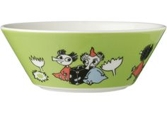 This green Moomin bowl by Arabia features the cute Thingumy and Bob. It's beautifully illustrated by Tove Slotte and the illustration can be seen in the origina Moomin Shop, Tove Jansson, Cereal Bowls, Shape Design, Kitchen Items, Dog Bowls, Holiday Fun, Serving Bowls, Decorative Bowls