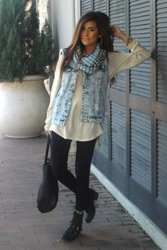 Casual Outfit with a Shirt and Leggings. Oh, and I'd love to have her gorgeous hair.