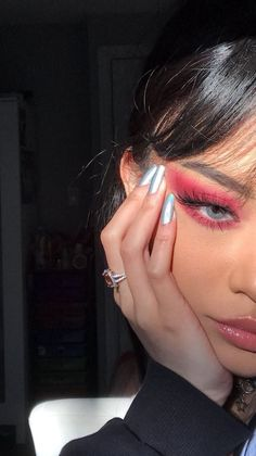 Red Shadow Makeup Look Eye Makeup Christmas Makeup Makeup Makeup Goals, Makeup Inspo, Makeup Art, Makeup Inspiration, Nail Inspo, Makeup Ideas, Makeup Guide, Makeup Trends, Makeup Shop