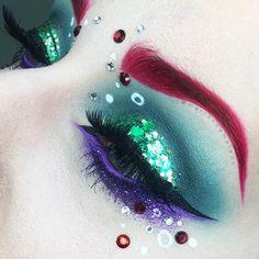 """5ème JOUR de la Challenge Week sur snapchat ! Le défi était """"La Petite Sirène"""", si vous avez vu le Tuto mettez-moi un si vous l'avez vu ! 5th DAY of the Challenge Week on snapchat ! The theme was """"The Little Mermaid"""", put a if you watched it ! ___________ EYES : @makeupgeekcosmetics & @makeupforeverofficial GLITTERS : @gogetglitter WATERLINE : Blow Pony @jeffreestarcosmetics LASHES : Starlet @houseoflashes BROWS : Sanguis @blackmooncosmetics"""