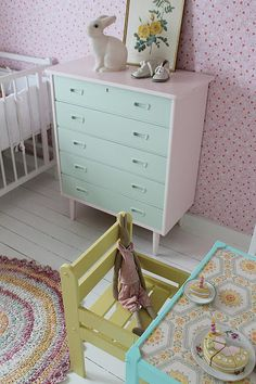 love the patterned table/desk top.cute for a baby room Vintage Inspired Bedroom, Vintage Girls Rooms, Vintage Kids, Kids Decor, Home Decor, Little Girl Rooms, Baby Room Decor, Kid Spaces, Colorful Interiors