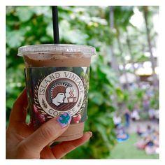 ハワイアン🎵の生演奏聴きながら コーヒータイム。 Island Vintage Coffeeのスリーブ 可愛い! フラのショーが偶然始まりました◡̈♥︎ ダンサー中に友達にソックリなきゃわたんがいて 大興奮🌺 . . #Waikiki#カフェ#coffee#coffeetime #旅#旅行#travel#traveling#Hawaii#オアフ島 #travelgram#viaggio#resort #itinerary#voyage #日々のこと#shopping#travelers#coffeebreak #dailyinstagram#viaggiare #ig_today#ig_Hawaii #Hygge #golfer の独り言 by 703honu. travelgram #travel #日々のこと #coffee #viaggio #ig_hawaii #ig_today #旅 #golfer #coffeetime #resort #オアフ島 #shopping #waikiki #voyage #travelers #カフェ #itinerary…