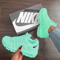 Tennis Shoes Black Leather Players Tips Referral: 9372391640 Cute Nike Shoes, Cute Nikes, Cute Sneakers, Sneakers Nike, Green Sneakers, Jordan Shoes Girls, Girls Shoes, Shoes Women, Estilo Nike