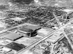 The St. Louis Arena, 1929. Notice Dogtown to the west. So cool.