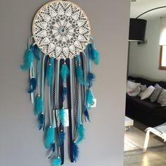 Grand Attrape rêves / dreamcatcher / attrapeur de rêves en dentelle, plumes et perles bois : Décorations murales par marcelmeduse