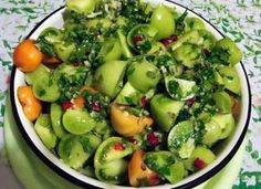 Tomato Salad Recipes, Pickling Cucumbers, Romanian Food, Pickles, Potato Salad, Food And Drink, Snacks, Vegetables, Cooking