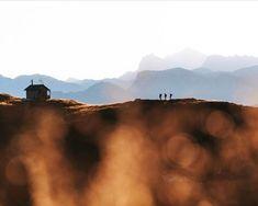 Einen schönen Sonntag wünschen wir euch mit diesem traumhaften Bild! #mehrruheamsonntag #goldenerherbst #ohneworte #sunday #mood #sonntag #ruhe #stille #stillegenießen @karl_steinegger Mountains, Instagram, Nature, Travel, Happy Sunday, Stones, Naturaleza, Viajes, Destinations