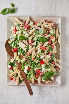 Volkoren pastasalade met erwtjes en kip - Miljuschka Summer Dishes, Summer Salads, Summer Food, Healthy Diners, Low Carb Desserts, Summer Recipes, Food To Make, Good Food, Favorite Recipes