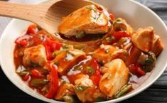 WW Pepper Chicken - Main Course and Recipe - cuidine minceur - Chicken Recipes Meat Recipes, Chicken Recipes, Plats Weight Watchers, Fresh Tomato Recipes, Chicken Stuffed Peppers, Pepper Chicken, Healthy Side Dishes, Evening Meals, Healthy Dinner Recipes