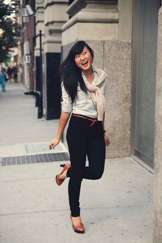JennifHsieh #Outfit | Over-the-shoulder Beige Sweater, Chambray Shirt, High-waisted Denim Jeans, Heeled Loafers