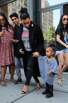 Kim Kardashian Photos Photos - Pregnant Kim Kardashian and daughter North West step out in New York city on September 7, 2015. - Kim Kardashian and Daughter North West Hang out in NYC