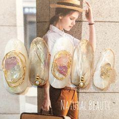 ネイル 画像 Natural Beauty 赤坂 1537483 スモーキー クリア 白 タイダイ ビジュー その他 夏 春 ソフトジェル ハンド ミディアム