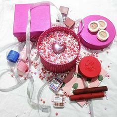 Cranberry Eyeshadow, Gift Wrapping, Desserts, Gifts, Food, Gift Wrapping Paper, Tailgate Desserts, Deserts, Presents