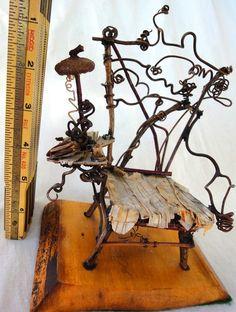 Cette liste est pour une belle pièce de mobilier de fée, à la main avec des brindilles, brins, bribes, écorce et autres trucs de fantaisie. La chaise
