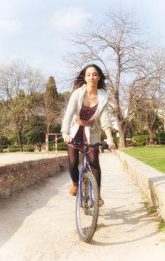 Zona verde de Ca n'Oriol en Rubi, Barcelona, también conocido popularmente como parque de la tirolina  Modelo: Lorena Sierra