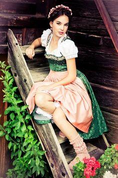 Dirndl Theodora  © www.lupispuma.com