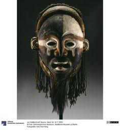 Mask from the Vili people of the lower Congo River, Brazzaville Arte Tribal, Tribal Art, Berlin Museum, Statues, Art Premier, Art Sculpture, Art Africain, Masks Art, African Masks