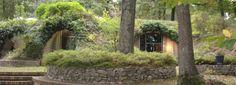 Tiny maison enterrée Green Architecture, Architecture Design, Fields, Tiny House, Concrete, Shed, Construction, Landscape, Live