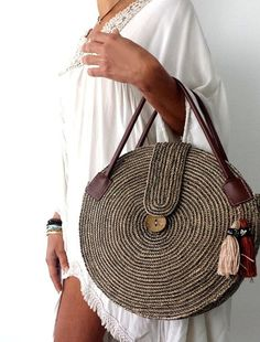 Round juta cord bag crochet tasseled handbag summer tote circular purse circle bags custom made Round Juta Cord Crochet Bags have rapidly become the hottest summer trend. They are the perfect choice to use during a beach day or any evening summer outing. Crochet Handbags, Crochet Purses, Crochet Bags, Free Crochet, Wooden Bag, Crochet Shell Stitch, Craft Bags, Basket Bag, Purse Patterns