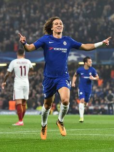 Chelsea's Brazilian defender David Luiz celebrates after scoring during a UEFA Champions league group stage football match between Chelsea and Roma at Stamford Bridge in London on October 18, 2017. / AFP PHOTO / Glyn KIRK