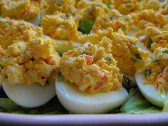 Ovos recheados com delícias do mar - versão light by a galinha maria, via Flickr
