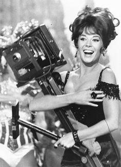 """""""The Great Race"""", Natalie Wood as Maggie DuBois. Directed by Blake Edwards. Natalie Wood, Golden Age Of Hollywood, Classic Hollywood, Old Hollywood, Hollywood Life, Hollywood Stars, Hollywood Actresses, Divas, Blake Edwards"""