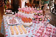 ericavighi fotografia: Aniversário da Amanda: Cupcake party!! Birthday Decorations, Table Decorations, Wedding Cupcakes, Baby Shower, Cupcake Ideas, Desserts, Sugar, Food, Milk Bath