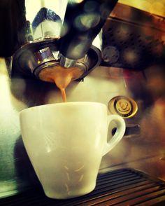 Una taza del mejor café  y grandes momentos  en: #AromaDiCaffé #MomentosAroma #SaboresAroma #Caracas #Café #Marrón #Capuccino #Mocaccino #BuscandoElCafé #QuieroUnCafé #Tentaciones #Coffee #CoffeeLovers #CoffeeMoments #CoffeeTime #CoffeeBreak #CoffeePic #InstaCoffee #InstaMoments Visítanos en el C.C. Metrocenter pasaje colonial.