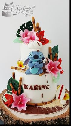 gateau disney bordeaux lilo stitch tropical fleurs sable bambou les gateaux de lilou cake design Best Picture For Cake Design mariage For Your Taste You are looking for something, and it is going Lilo And Stitch Cake, Lilo Und Stitch, Beautiful Cakes, Amazing Cakes, Blackberry Cake, Disney Cakes, Minnie Mouse Party, Occasion Cakes, Cute Cakes