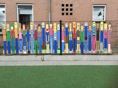 #afscheidskado #groep #8 #basisschool Cadeau gegeven door de leerlingen van groep 8 van de St. Franciscusschool in Bennebroek. Zeer origineel! Kinderen hebben de plankjes zelf geschilderd.