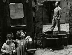 Mobelverkauf auf der Strasse, Napoli, Photo by Herbert List, 1959 Modern Photography, Photography Workshops, Street Photography, Mirror Photography, Herbert List, Digital Museum, Vivian Maier, Venice Travel, Photographer Portfolio