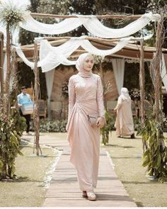 25 New Ideas For Dress Hijab Party Fashion Hijab Outfit, Hijab Prom Dress, Dress Brukat, Hijab Gown, Dress Flower, Kebaya Hijab, Muslimah Wedding Dress, Hijab Style Dress, Kebaya Dress