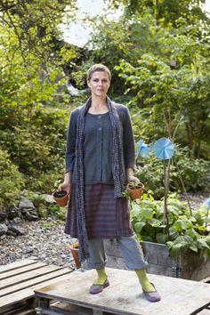 Gudrun Sjödéns Sommerkollektion 2014 - Der Wickelrock Field ist lässig-schlicht mit Streifen, die so angeordnet sind, dass sie eine schlanke Figur zaubern.