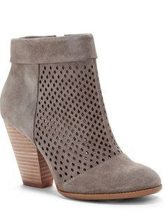 Must-have ankle booties #ITSFALLYALL #BOOTIESEASON http://www.revolvechic.com/