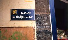 """Raymond Hains """"Passage Saint-Guillaume, de l'ensemble : Saint-Brieuc"""" . Proposé par le FRAC Bretagne, à découvrir en gare de Saint-Brieuc, du 27 juin au 3 octobre 2013."""