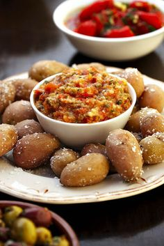 Baba-aartappels   SARIE   Baby potatoes with salsa #snacks