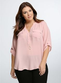 Such a pretty color! Plus Size Georgette Pullover Blouse Curvy Girl Fashion, Diva Fashion, Plus Size Shirts, Plus Size Blouses, Plus Size Summer Fashion, Chic Outfits, Fashion Outfits, Office Dresses For Women, Moda Plus Size