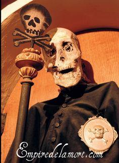 """""""This particular mummy, of Mons. Piccini, drove me nuts.""""  http://empiredelamort.com/mummies-2/urbania-italy-2-bigger/"""