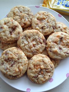 super chewy butterfinger cookies: pretty tasty! A tad on the bland end, I might put a little vanilla or brown sugar in next time but all in all I'm into these.