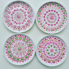 Stone Art Painting, Dot Art Painting, Mandala Painting, Ceramic Painting, Hand Painted Pottery, Painted Pots, Henna Phone Case, Stippling Art, Pottery Painting Designs