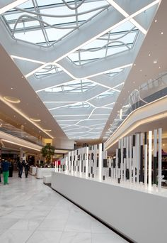 Retail mall lighting shopping mall in 2019 shopping mall interior, shopin. Design Café, Mall Design, Retail Design, Shopping Mall Interior, Retail Interior, Retail Architecture, Commercial Architecture, Commercial Design, Commercial Interiors