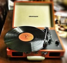 I love the sound of the the record player. The sound quality is so vibrant.