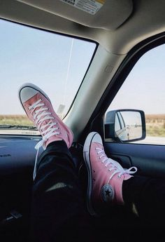Vans Sneakers, Chuck Taylor Sneakers, Converse Shoes, High Top Sneakers, All Star Outfit, Keds, Converse All Star Pink, Dream Shoes, Star Fashion