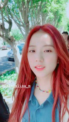 Blackpink Jisoo, Korean Short Hair, Kpop Gifs, Blackpink Poster, Black Pink Songs, Cute Friends, Blackpink Fashion, Jennie Blackpink, Kyungsoo