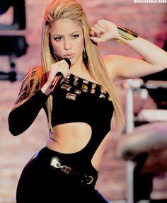 Shakira performing in one sleeve black jumpsuit Shakira Hair, Berlin Tag, Shakira Mebarak, Divas, Fc B, Female Singers, Famous Women, Woman Crush, Costumes