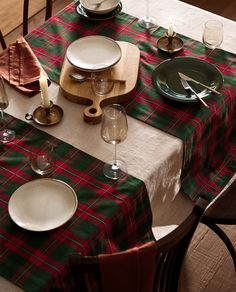 Zara Home Christmas, Plaid Christmas, Cookies Et Biscuits, Table Runners, Tartan, Table Settings, Dining Room, House Design, Table Decorations